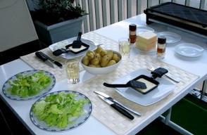 raclette mit wenigen zutaten kann ein tischgrill sie zu. Black Bedroom Furniture Sets. Home Design Ideas