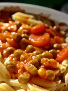 rezepte mit nudeln und gem se die besten pasta saucen f r den sommer. Black Bedroom Furniture Sets. Home Design Ideas