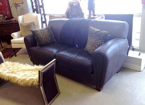 landhaus und kolonial sofas f r das wohnzimmer alte. Black Bedroom Furniture Sets. Home Design Ideas