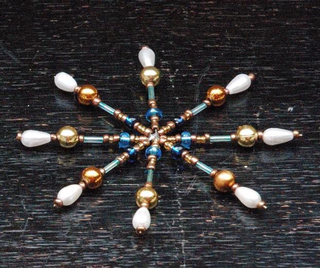exklusiven weihnachtsschmuck basteln ein stern aus perlen. Black Bedroom Furniture Sets. Home Design Ideas