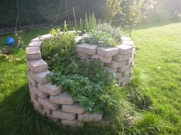 Garten Verschönern Mit Steinen kräuterspirale - bauanleitung für den eigenen garten