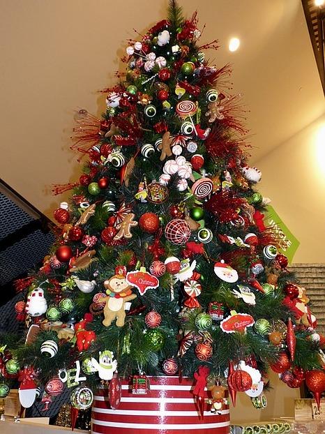 Schmuck Für Weihnachtsbaum.Künstlicher Weihnachtsbaum Hier Ist Die Led Beleuchtung Gleich