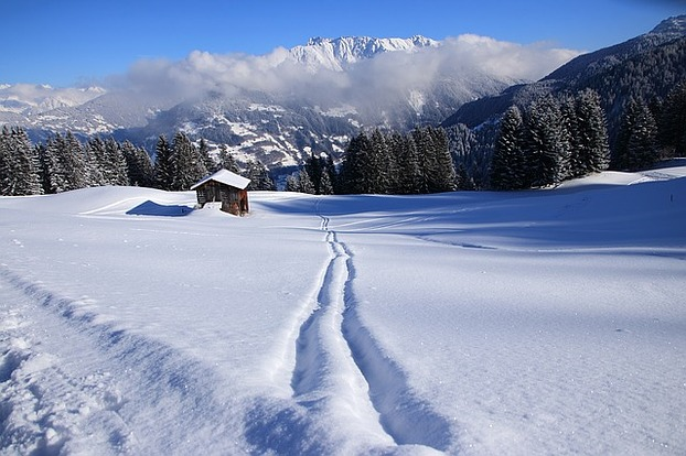 Schnee in den Alpen in Montafon - ...