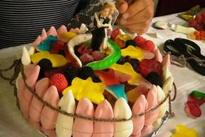 Torte Aus Fruchtgummi Gummibarchen Basteln