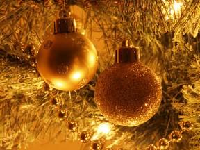 Weihnachtsbaum Engelshaar.Rauschgold Engelshaar Oder Lametta Die Streitfrage Um Den
