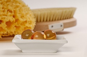 naturkosmetik aus dem bienenstock honig bienenwachs und gel e royale f r die kosmetische pflege. Black Bedroom Furniture Sets. Home Design Ideas