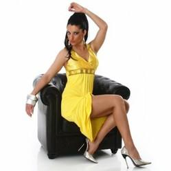 gelbes kleid kaufen fr hlingshafte mode. Black Bedroom Furniture Sets. Home Design Ideas