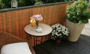 die sch nsten sichtschutzmatten aus kunststoff so wirkt ihr balkon besonders edel. Black Bedroom Furniture Sets. Home Design Ideas