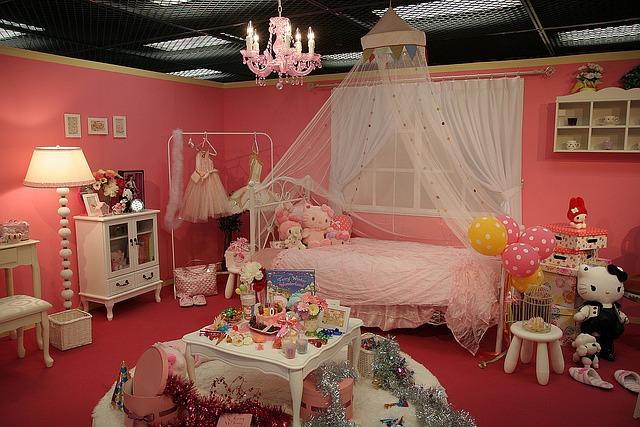 deko idee schlafzimmer im hello kitty design. Black Bedroom Furniture Sets. Home Design Ideas