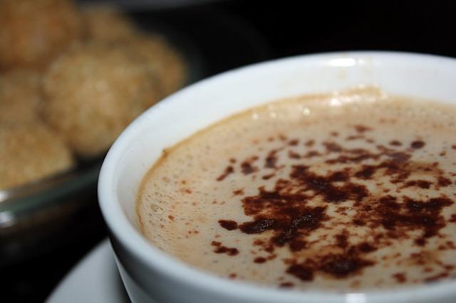 cappuccino und latte mit delonghi nespresso lattissima. Black Bedroom Furniture Sets. Home Design Ideas