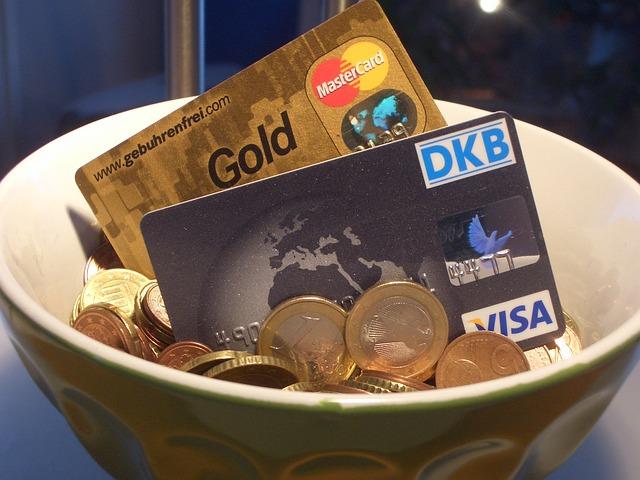 Kreditkarten mit maximaler Sicherheit. Viele Verbraucher scheuen sich immer noch, mit einer Kreditkarte im Internet zu bezahlen. Zu groß ist die Befürchtung, dass Kriminelle die Daten hacken und die Karte missbrauchen, das Konto leer räumen.