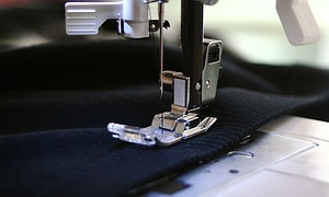 ein individuelles t shirt mit eigenem namen aus strass gestalten. Black Bedroom Furniture Sets. Home Design Ideas