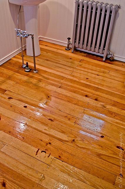 Holzboden im badezimmer parkett und laminat als - Badezimmer laminat ...