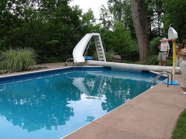 schwimmbad im eigenen garten m glichkeiten in jeder preisklasse. Black Bedroom Furniture Sets. Home Design Ideas