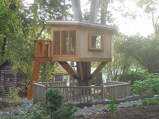 ein baumhaus bauen so wird der kindertraum wahr. Black Bedroom Furniture Sets. Home Design Ideas